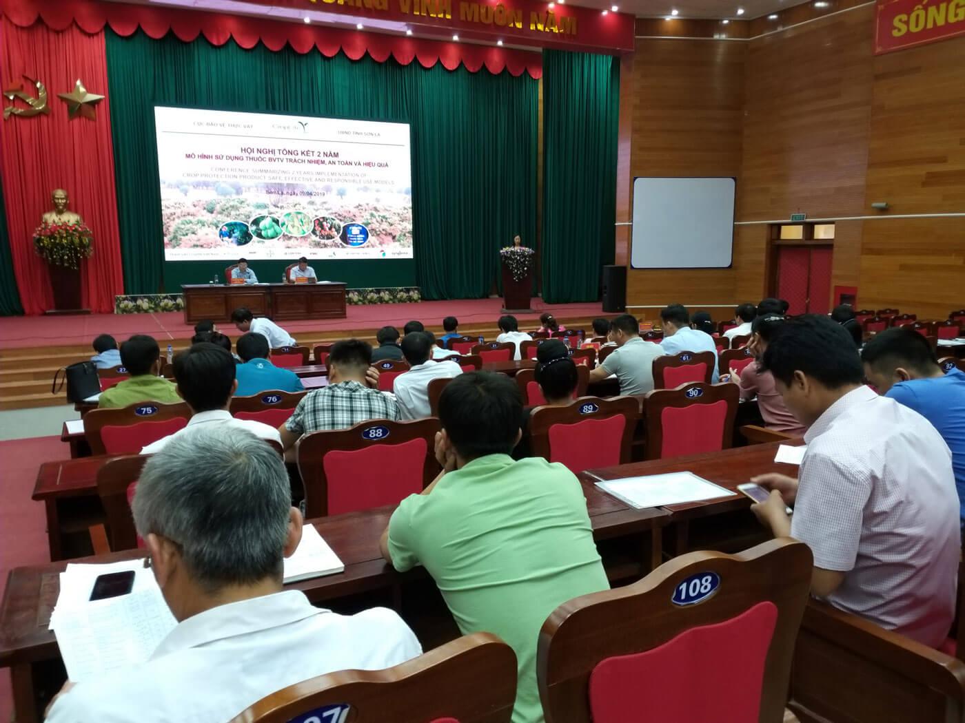 Đông đảo đại biểu tham dự Hội nghị Tổng kết 2 năm mô hình sử dụng thuốc BVTV trách nhiệm, an toàn và hiệu quả ở Sơn La